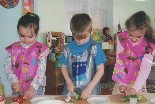 Занятие в детском саду по кулинарии