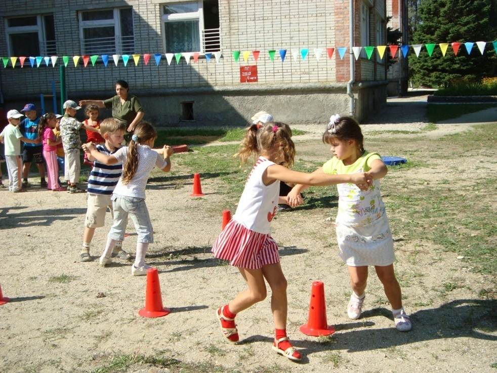Летние спортивные праздники в детском саду на улице